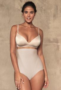 kobieta w bieliźnie modelującej i wysokich majtkach wyszczuplających